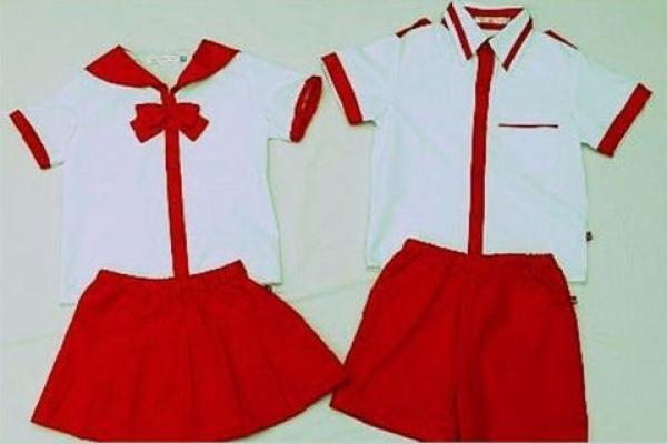 Đồng phục học sinh cấp 1 áo trắng quần đỏ phối màu
