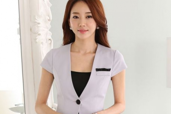 Đồng phục công sở vest màu kem đơn giản lịch thiệp